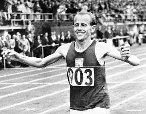 Emil Zatopek, Cehoslovacia, World Fair Play Trophy, 1975; Medalia Pierre de Coubertin, 2000 - postum, Helsinki, Finlanda.