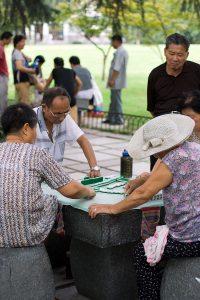 Mahjong într-un parc din Hangzhou