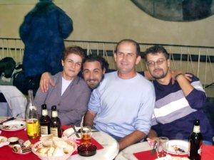 Paula Chiroșcă depreună cu Cristian Popescu, Corneliu Faur și Florin Buhai la un turneu de Scrabble la București.