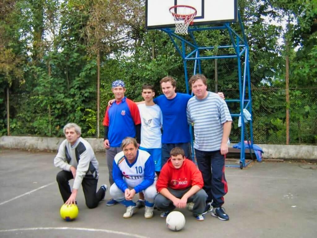 Poza de grup de Fotbal si Scrabble Izvorul Muresului